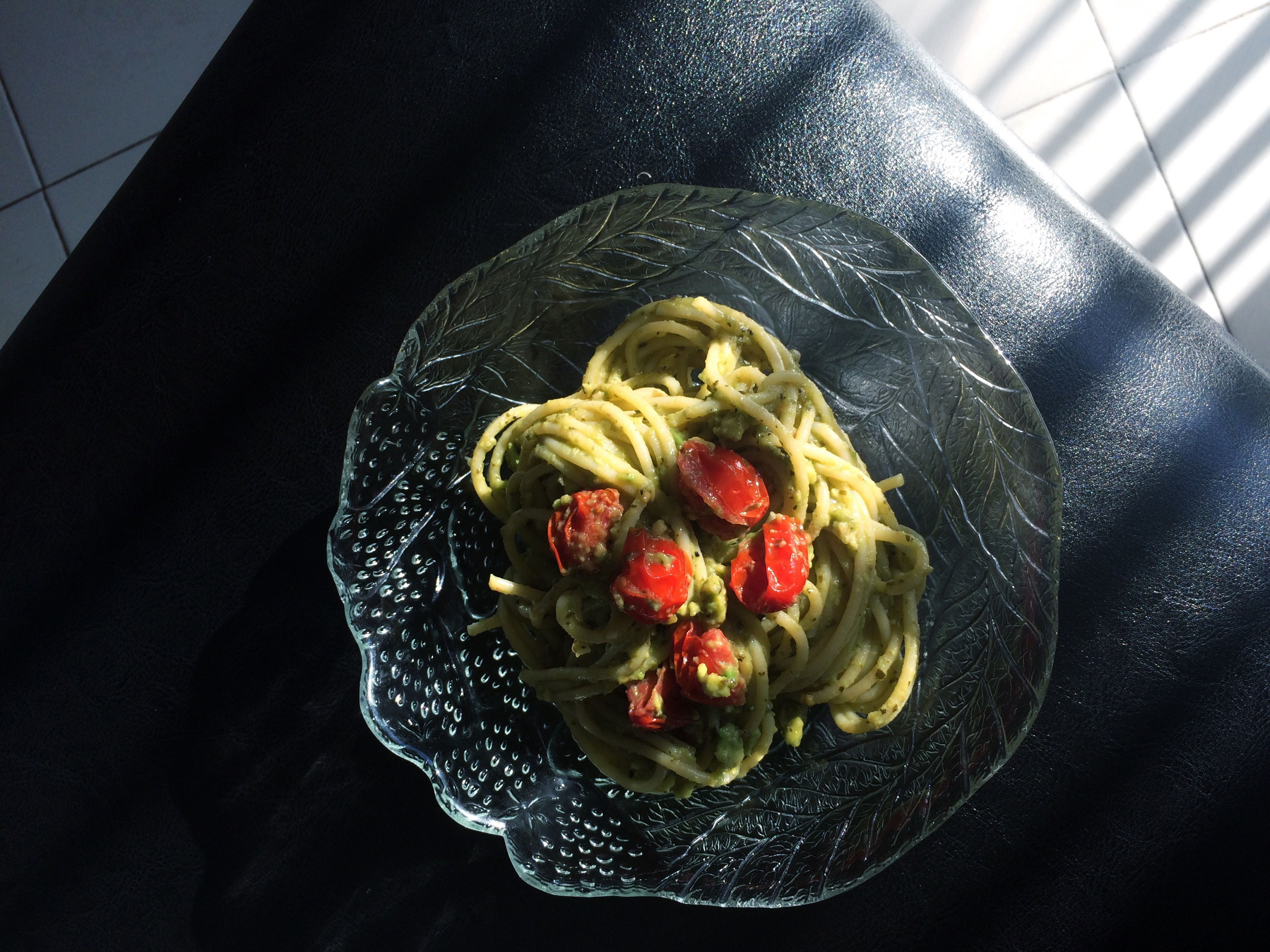 easy avocado pesto pasta